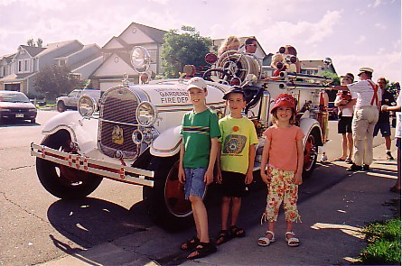04July05 Kids Old Firetruck.jpg